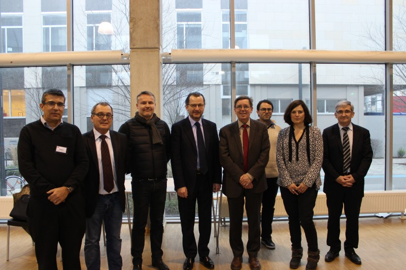 de gauche à droite: Philippe LEROY, directeur INSA entreprises (INSA de Strasbourg); Michel PONS, Directeur Engineering (ALSTOM); Hervé PELLETIER, directeur du département mécanique (INSA de Strasbourg); Bruno RUSS, président de l'UIMM Alsace; Marc Renner Directeur (INSA de Strasbourg); Marc VEDRINES, responsable spécialité Mécatronique (INSA de Strasbourg); Christelle FISCHER,responsable RH (SEW USOCOME); Eric DALIGUET, délégué général adjoint UIMM Alsace