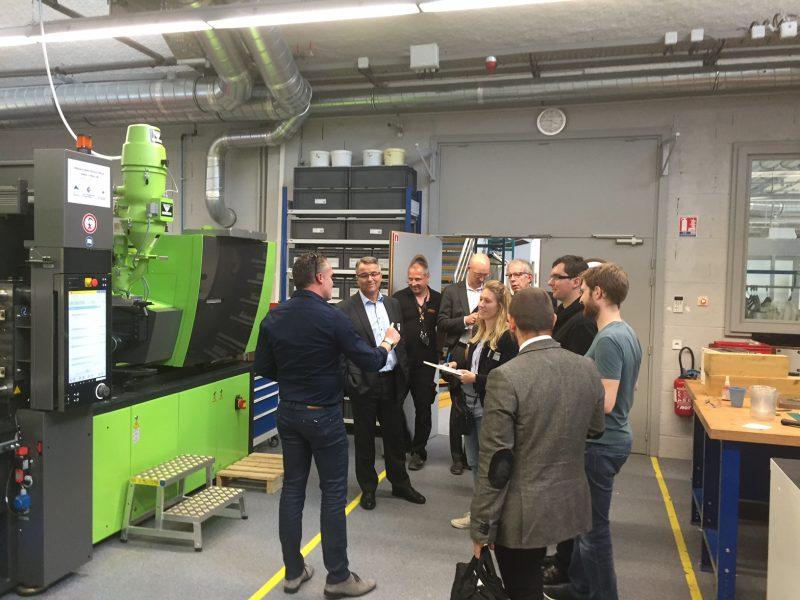 présentation des compétences et des moyens de la plateforme Mécanique à des entreprises présentes le 2 juin 2016 à l'INSA de Strasbourg-2