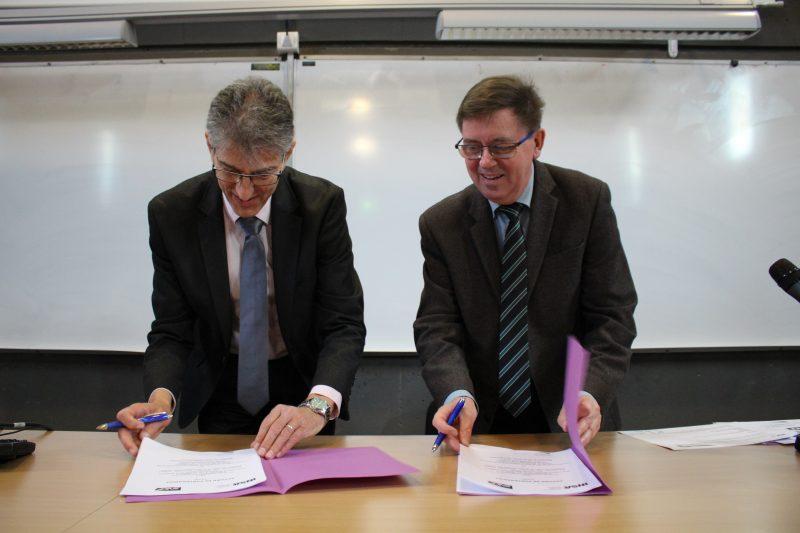 Signature de la convention de partenariat avec la SNCF crédit photo : Céline Boulin